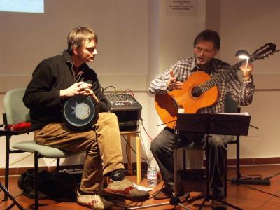 Der Gitarrenlehrer Kai Michaels mit Alexander Doll